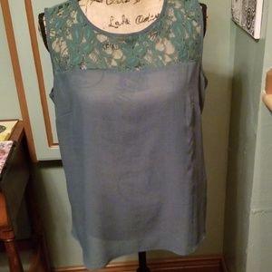 Sleeveless blouse w lace